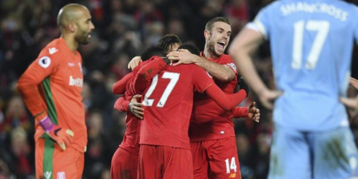 Liverpool golea al Stoke City y sigue en la lucha por la Premier League