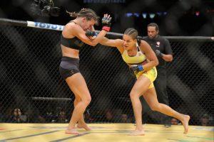 El combate le pone el cierre de oro a la temporada de este año en las carteleras estelares de la UFC. Foto:AFP