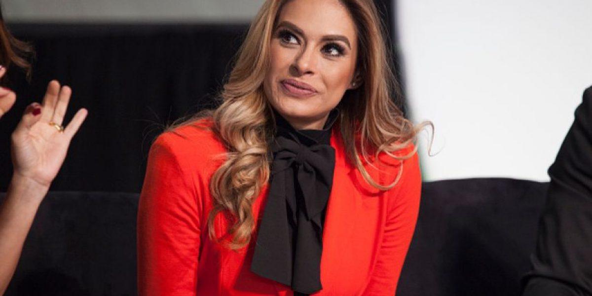 VIDEO. Galilea Montijo sufre una divertida caída en vivo por querer hacer una broma