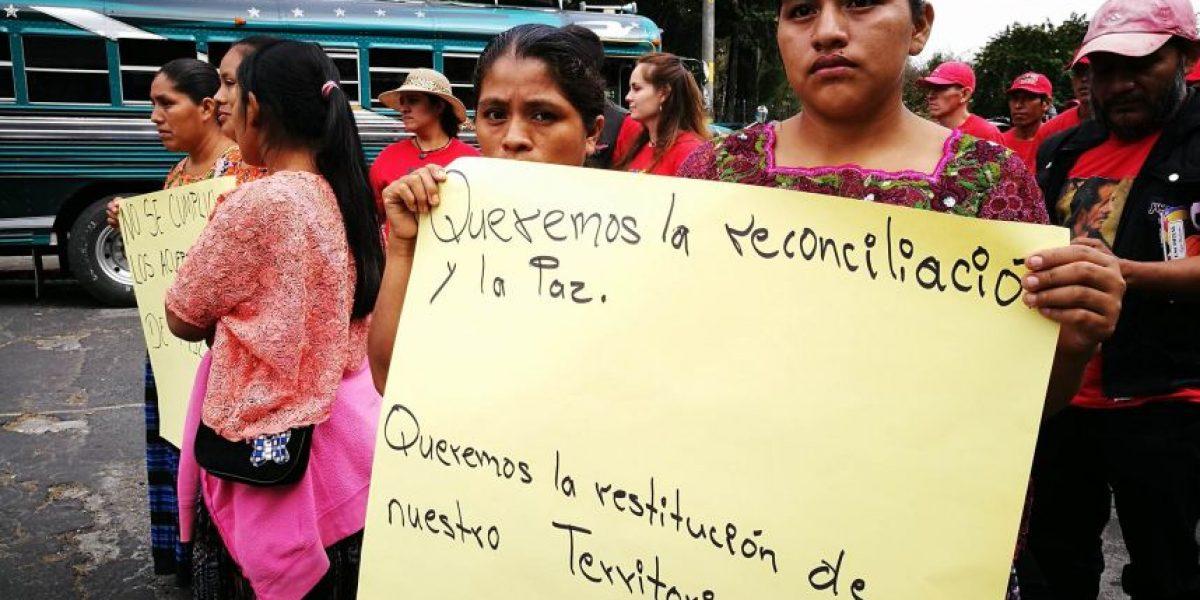 Exguerrilleros, militares retirados y seguidores de Serrano Elías marchan juntos por la paz