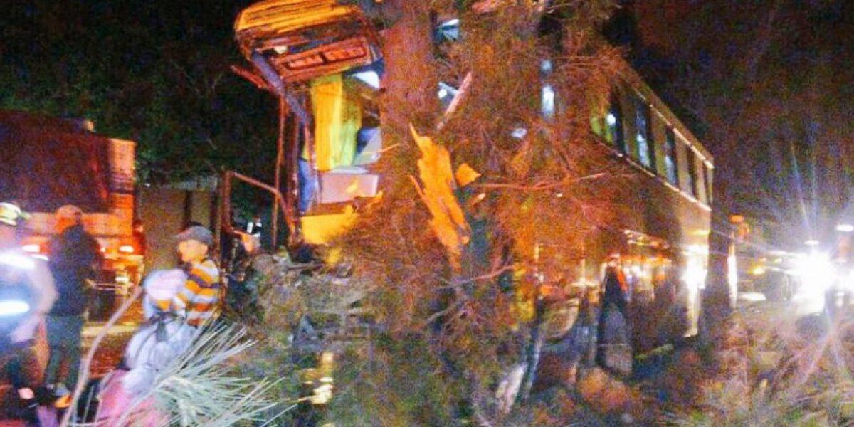 Accidente de autobús en ruta al Pacífico deja al menos 20 heridos, según bomberos