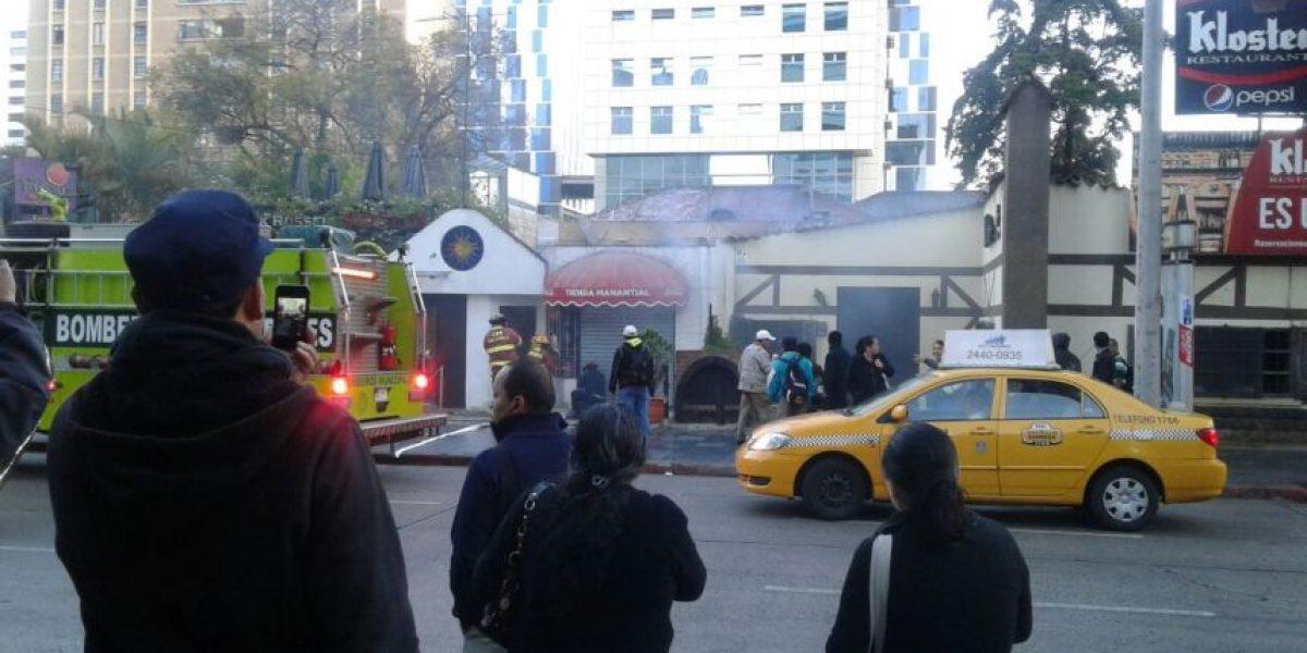 Incendio en Zona Viva alarma a comerciantes y transeúntes