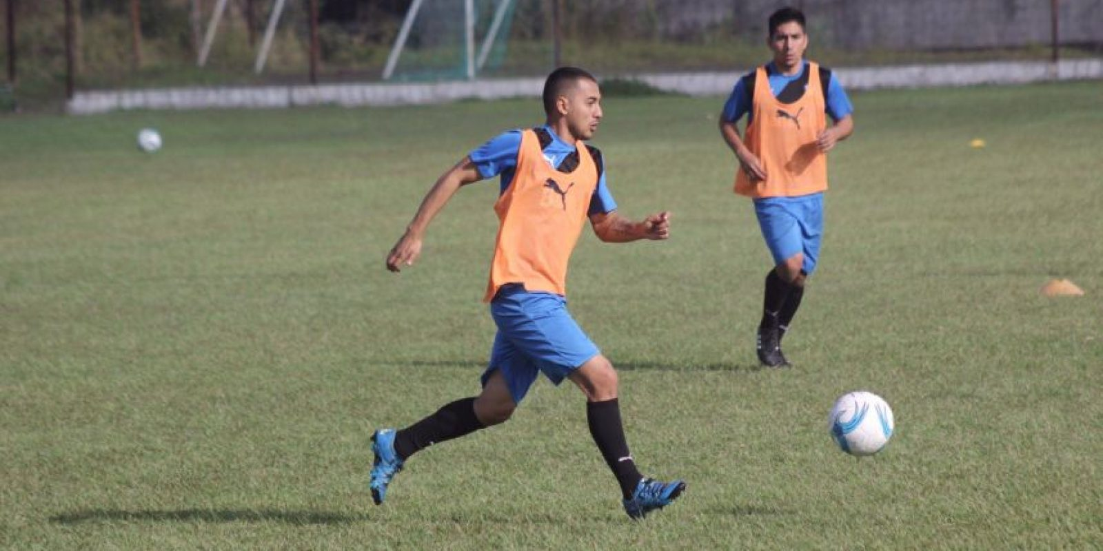 Pablo Silva, Federico Gallego y Kendell Herrarte practicaron al lado de sus compañeros este jueves en un complejo que se ubica en Mixco. Foto:Comunicaciones FC