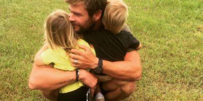 Elsa Pataky comparte una tierna foto de sus hijos apoyando a Chris Hemsworth en los Golden Globes