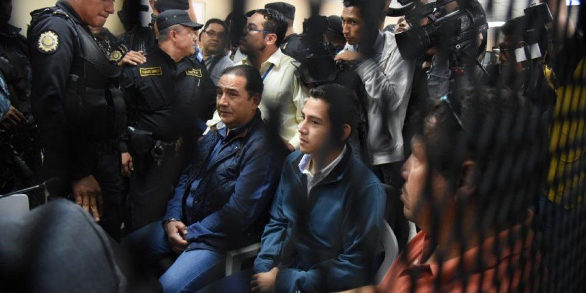 Presidente acorralado: Hijo y hermano enviados a prisión