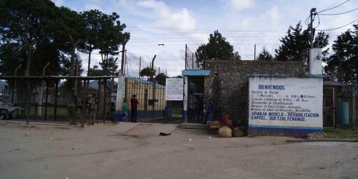 Detienen a 2 guardias penitenciarios en Granja Cantel por estar bajo efectos de licor