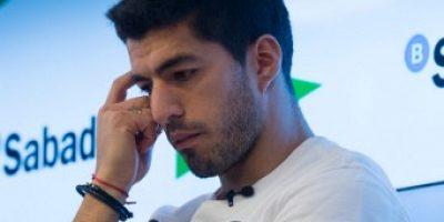Luis Suárez dice que el Barcelona puede remontar, pero su rostro dice otra cosa