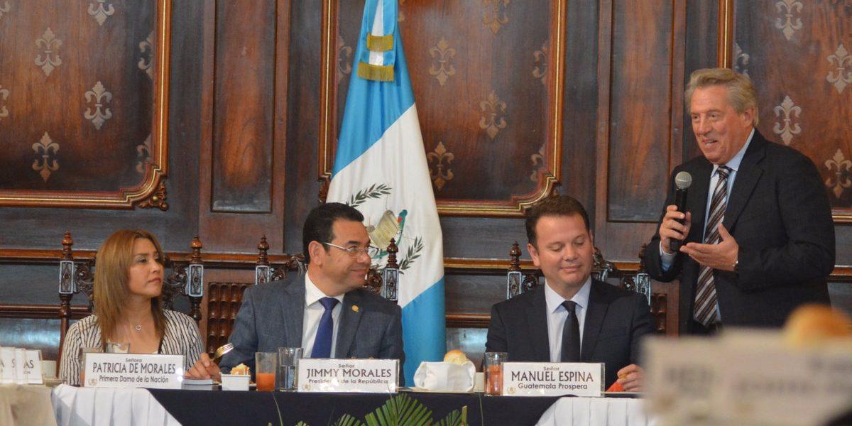 Presidente Morales, su esposa y sus ministros reciben charla de liderazgo de John Maxwell