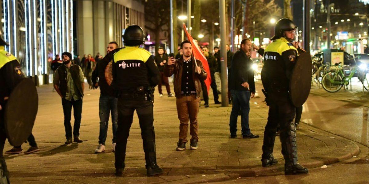 Una ministra turca fue expulsada de Holanda a la frontera con Alemania