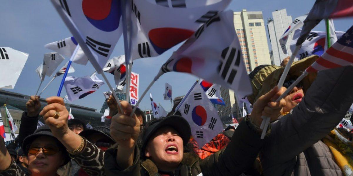 La presidenta surcoreana abandona el palacio presidencial tras ser destituida