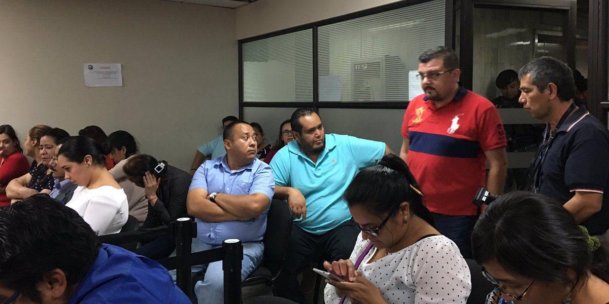Exdiputada, su familia y un pariente del pastor Sergio Enríquez esperan audiencia