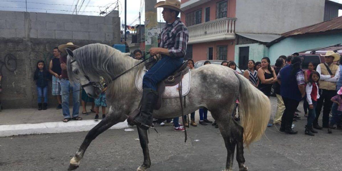 Se realiza desfile hípico en San José Pinula como antesala a su feria titular