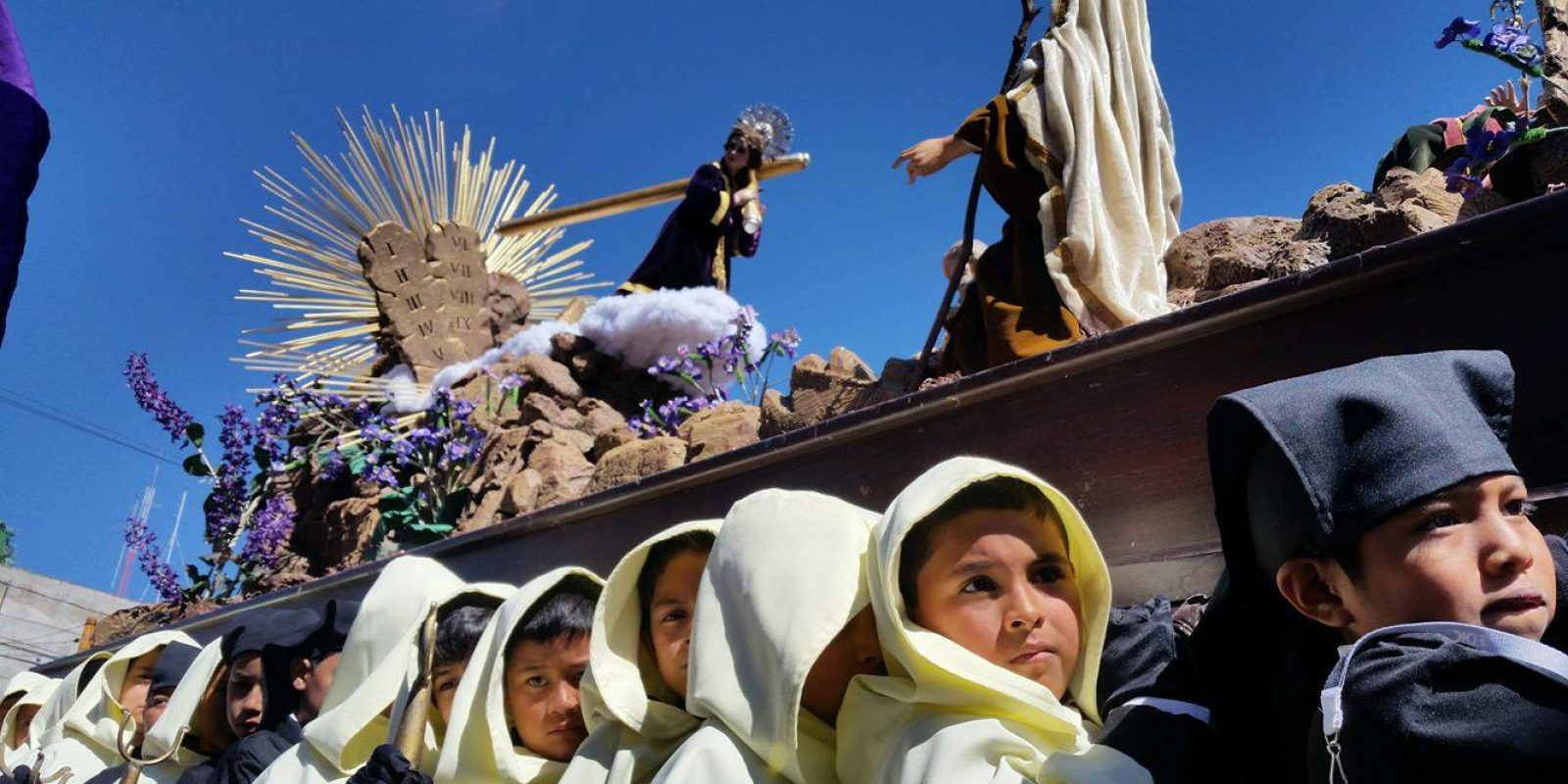 Procesión del Niño Jesús Nazareno y Virgen de Dolores de la Catedral Metropolitana. Imagen Por: Foto: Esvin López