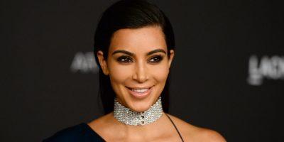 Vende Kim Kardashian veladora de la Virgen María con su rostro