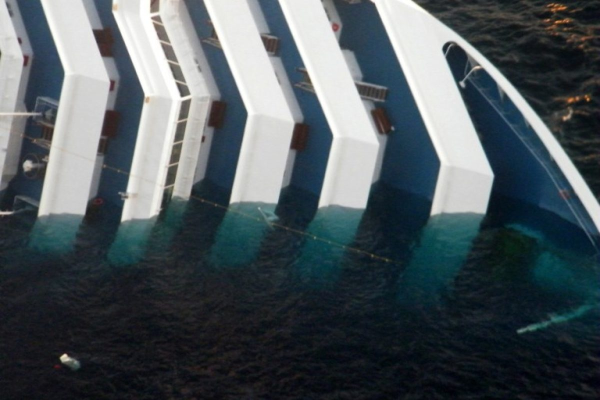 ITALY-SHIPPING-TOURISM-ACCIDENT