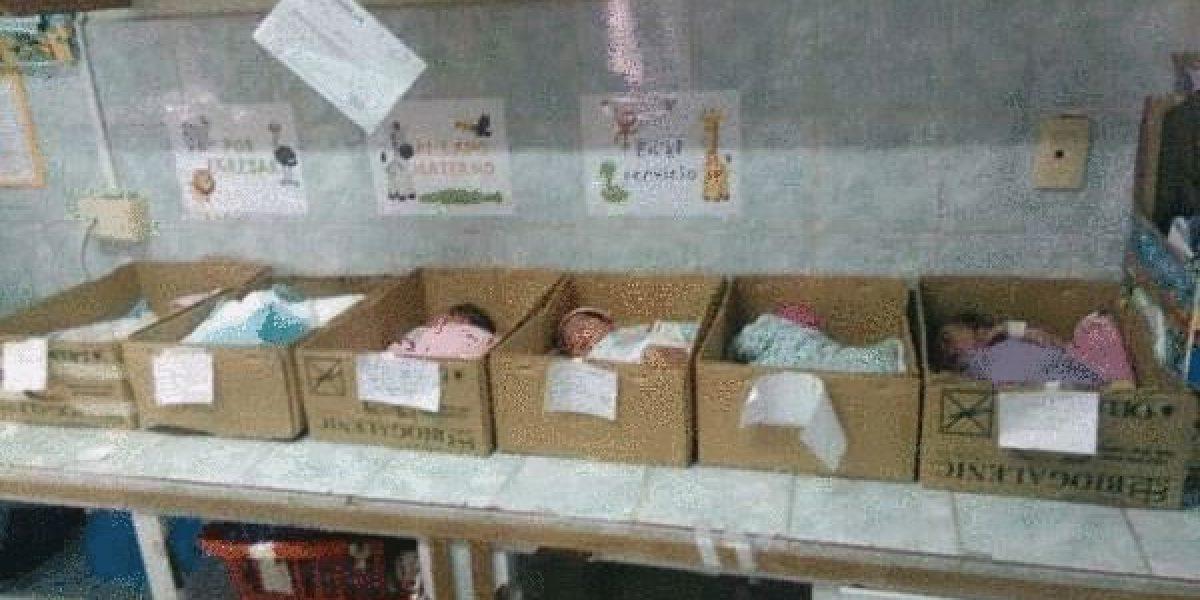 La foto más triste: En Venezuela los bebés nacen en cajas de cartón