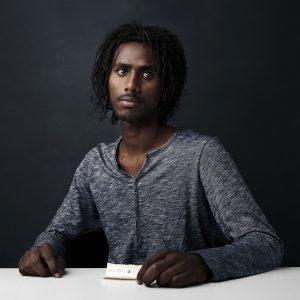 1. Pedazo de papel. Ahmet, de 23 años, huyó de Eritrea