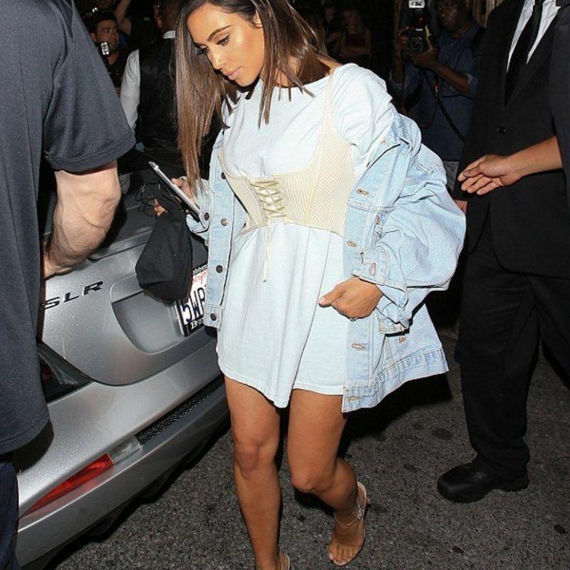 Kylie Jenner sale a la calle sin sostén y usando solo una camiseta. Imagen Por: Grosby Group