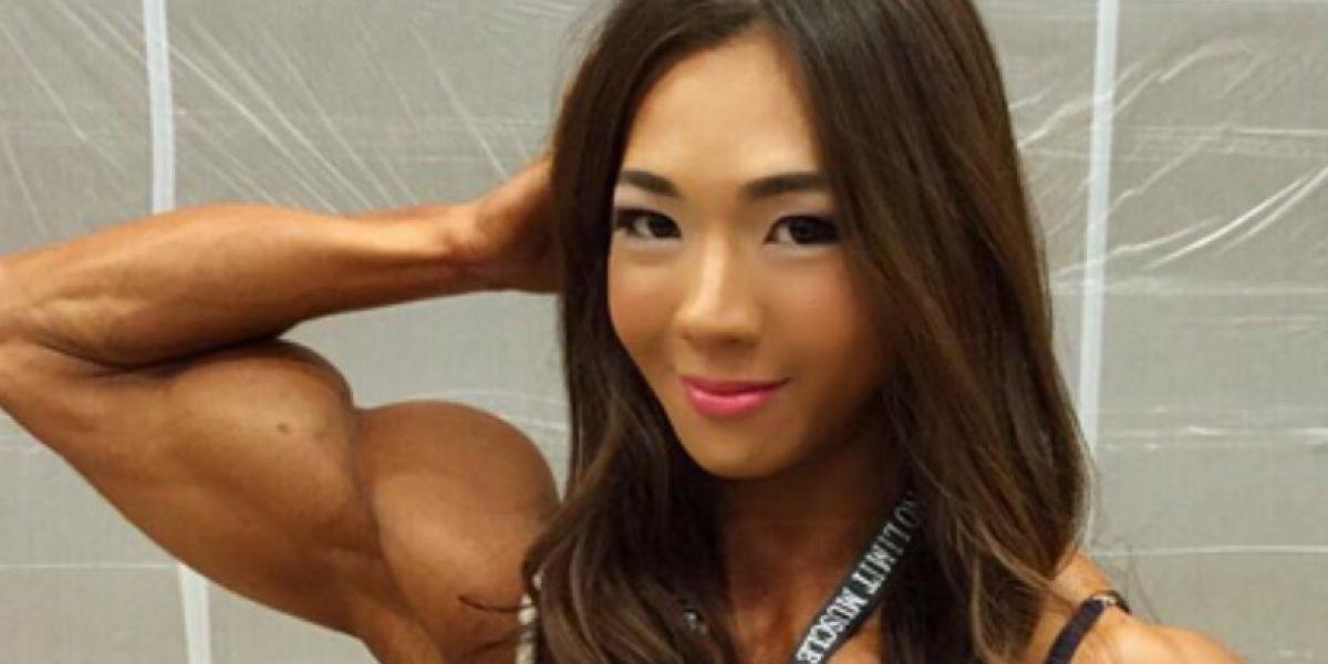 Mujer asiática tiene el cuerpo que la mayoria de los hombres quisiera tener