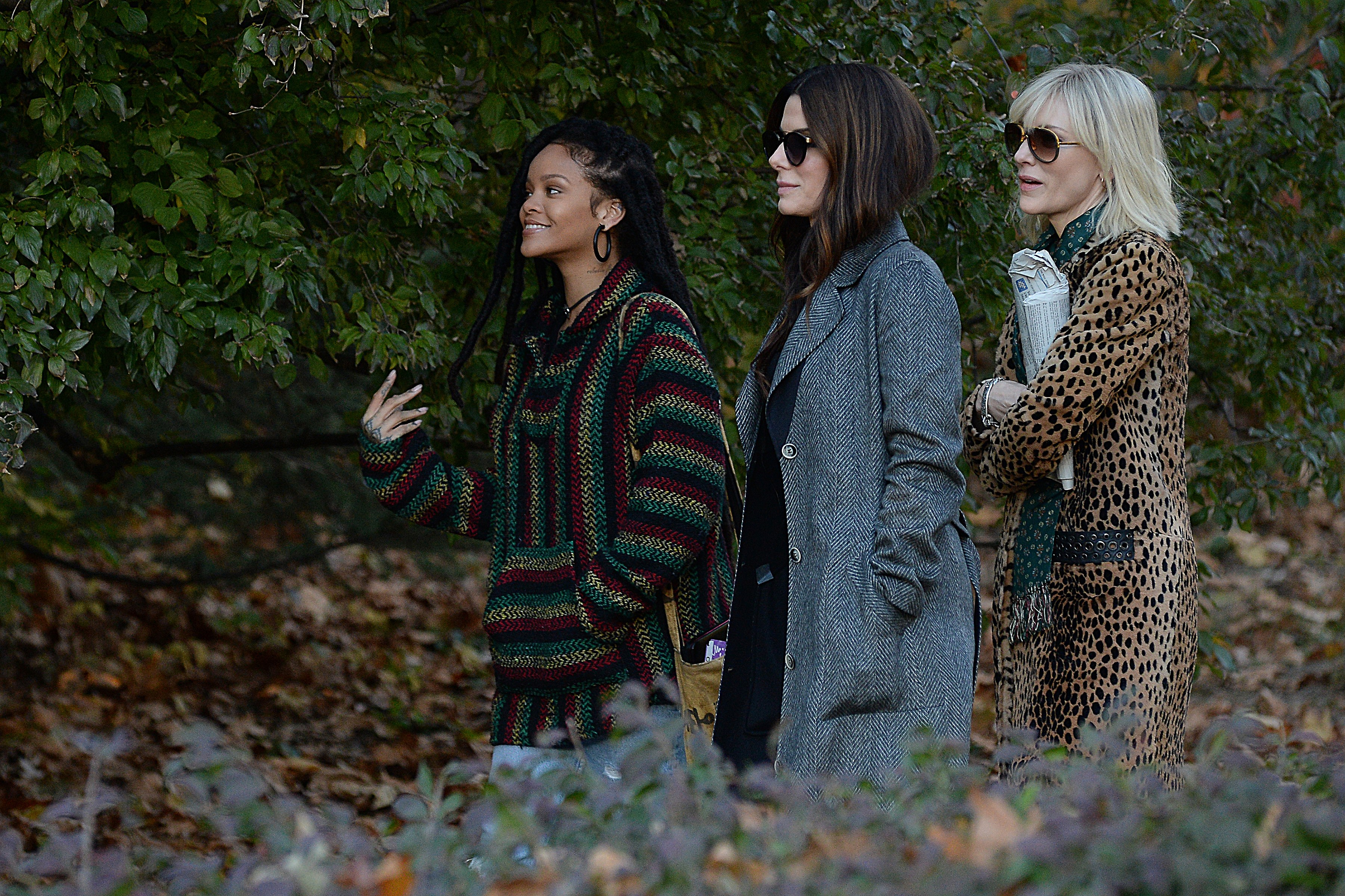 Photo © 2016 Splash News/The Grosby Group New York, November 07, 2016 Pop star turned actress, Rihanna, on-set with veteran actresses, Cate Blanchett and Sandra Bullock, in NYC. The trio are currently in the works on Ocean