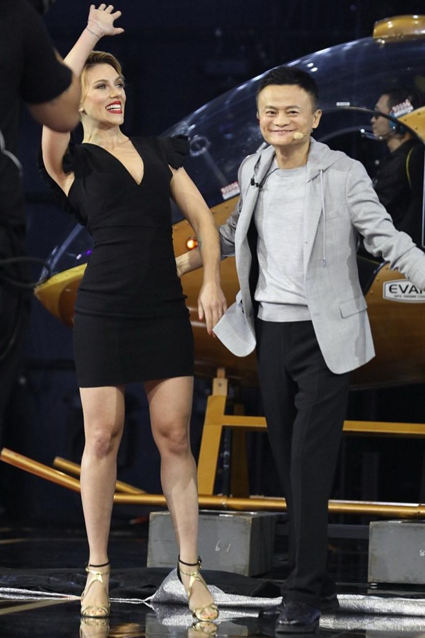 Scarlett Johansson piernas