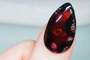 Uñas acuario: la tendencia que encapsula el agua en tus uñas