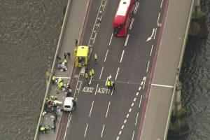 VIDEO.Momento en el que una mujer caeal río Támesis durante el atentado en Londres