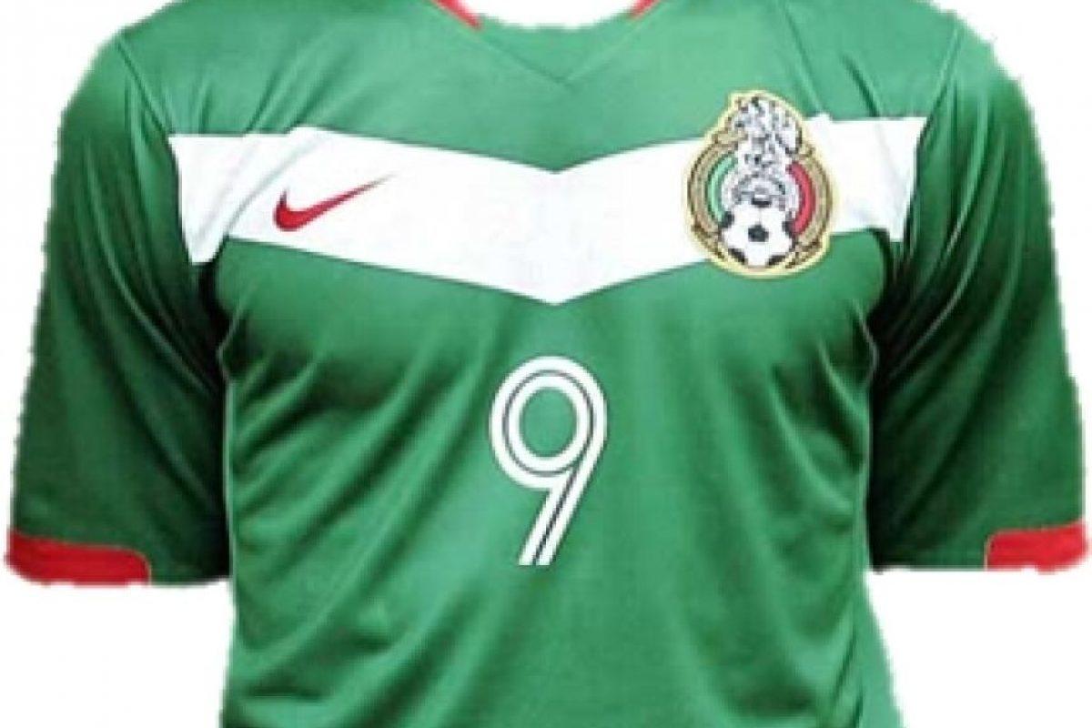 b6f71d3cb8fc2 ... Foto  Omar Bravo le hizo dos goles a Irán en 2006 con esta casaca ...