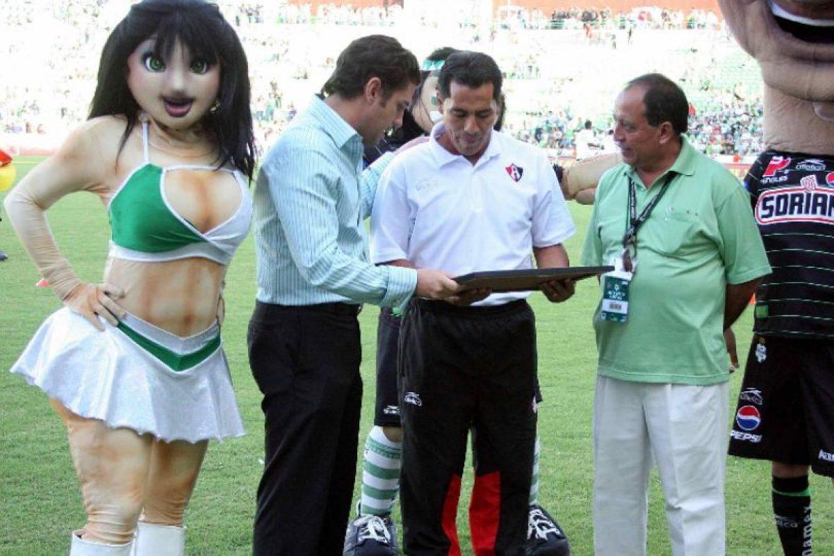 Foto:Homenajean a Benjamín Galindo… con goliza / MexSport. Imagen Por: