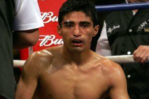 Foto:Érik Morales sufrió en la segunda pelea ante Manny. En la primera, el mexicano le dio una lección de boxeo y lo derrotó, pero en la dos siguientes fue zarandeado por el filipino / Getty. Imagen Por: