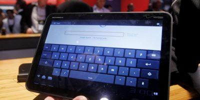 Motorola finalmente dio a conocer su tan esperada tableta Xoom que cuenta con una pantalla táctil de 10.1 pulgadas y con la última versión del sistema operativo móvil de Android. Foto:AP