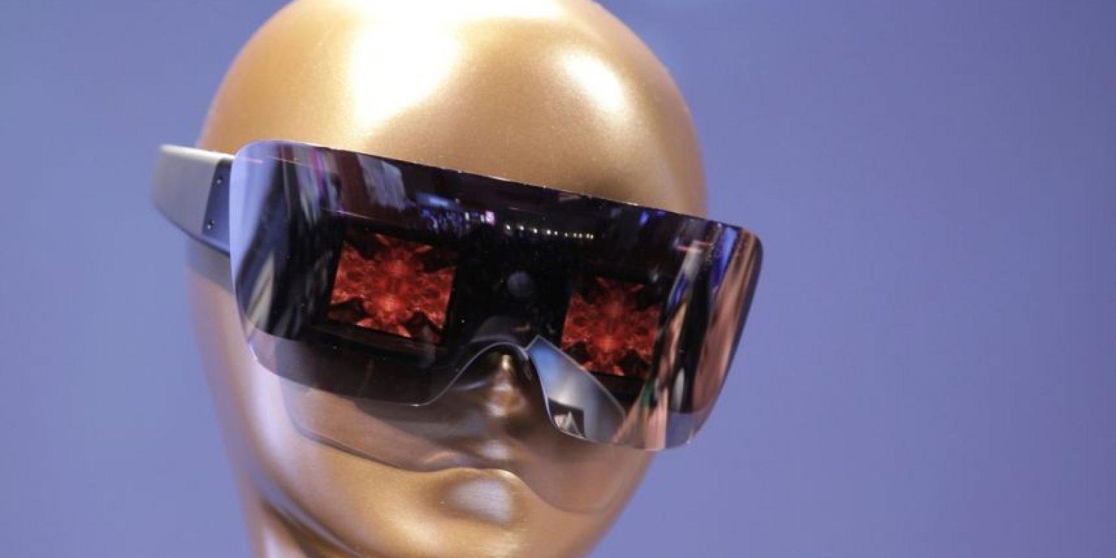 Los lentes para sol GL30 diseñados por la actriz toman fotos y también pueden proyectarlas