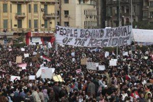 A pesar de que Hosni Mubarak, presidente de Egipto desde hace 30 años, cambio a su gabinete y ordenó la implementación de políticas públicas en favor de los ciudadanos, los egipcios sólo quieren la dimisión del mandatario y nuevas elecciones. Foto:AP