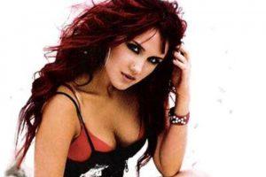 Aunque la actriz y cantante de 25 años, lo niega, es evidente su transformación. La exintegrante del famoso grupo RBD se sometió a una cirugía para aumentar el tamaño de sus senos. Foto:Tomada de Internet