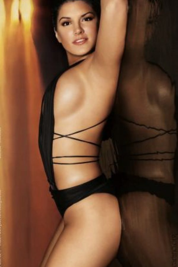 Gina Joy Carano nació el 16 de abril de 1982, es un modelo italo-americana, actriz, y luchadora de artes marciales mixtas. Comenzó su carrera en el deporte de Muay Thai. Después de alcanzar un récord de 12-1-1 en éste, recibió una oferta para participar en la primera pelea de mujeres MMA en Nevada. Fue invitada a la feria Mundial de Lucha en Las Vegas para competir con Rosi Sexton, la que ganó por la anulación de Sexton en la segunda ronda. Foto:Tomada de Internet