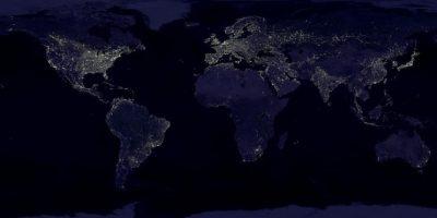 Esta imagen de la Tierra de noche está compuesta por más de 400 imágenes satelitales Foto:NASA