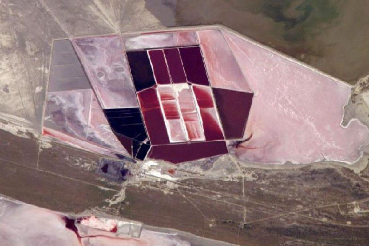 Lagos de sal, Botswana, fotografiados desde la Estación Espacial Internacional Foto:NASA. Imagen Por: