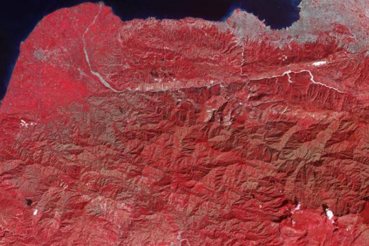 La imagen coloreada muestra la zona afectada por el terremoto en Haití el 21 de enero de 2010, nueve días después del sismo de 7.0 grados de magnitud Foto:NASA. Imagen Por: