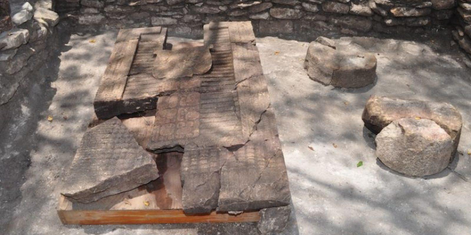 Detalló que las piezas esculturas de los cautivos y los tableros, cuya antigüedad es de más de mil 300 años, fueron encontradas en mayo pasado y enterradas al pie de las gradas de la cancha de juego de pelota que se encuentra en este lugar y de la que dijo, es la más grande del Periodo Clásico. Foto:Cuartoscuro
