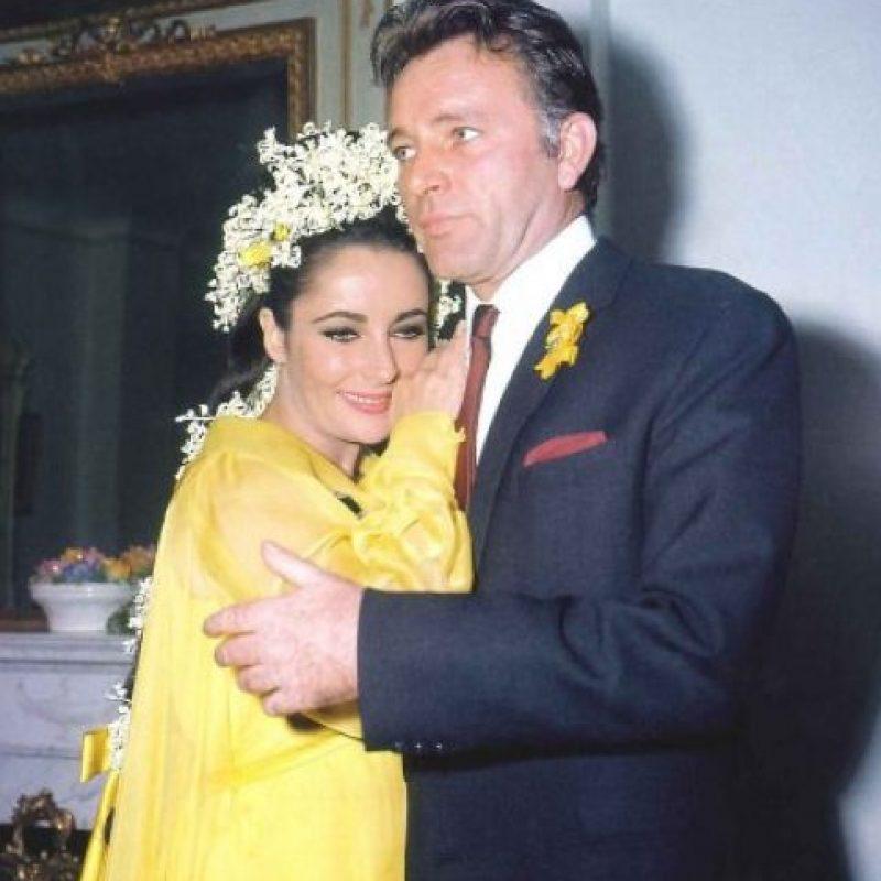 Una de las prendas que parte con un precio de salida más alto es un llamativo vestido de seda amarilla firmado por la diseñadora Irene Sharaff, que Taylor llevó en 1964, cuando se casó por primera vez con el actor Richard Burton (1925-1984) y con quien tuvo una tormentosa relación.