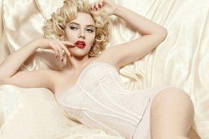 La actriz Scarlett Johansson ha protagonizado una de las sesiones más candentes y parecidas a la fallecida Marilyn Monroe para la firma Dolce & Gabbana. Foto:Tomada de Internet