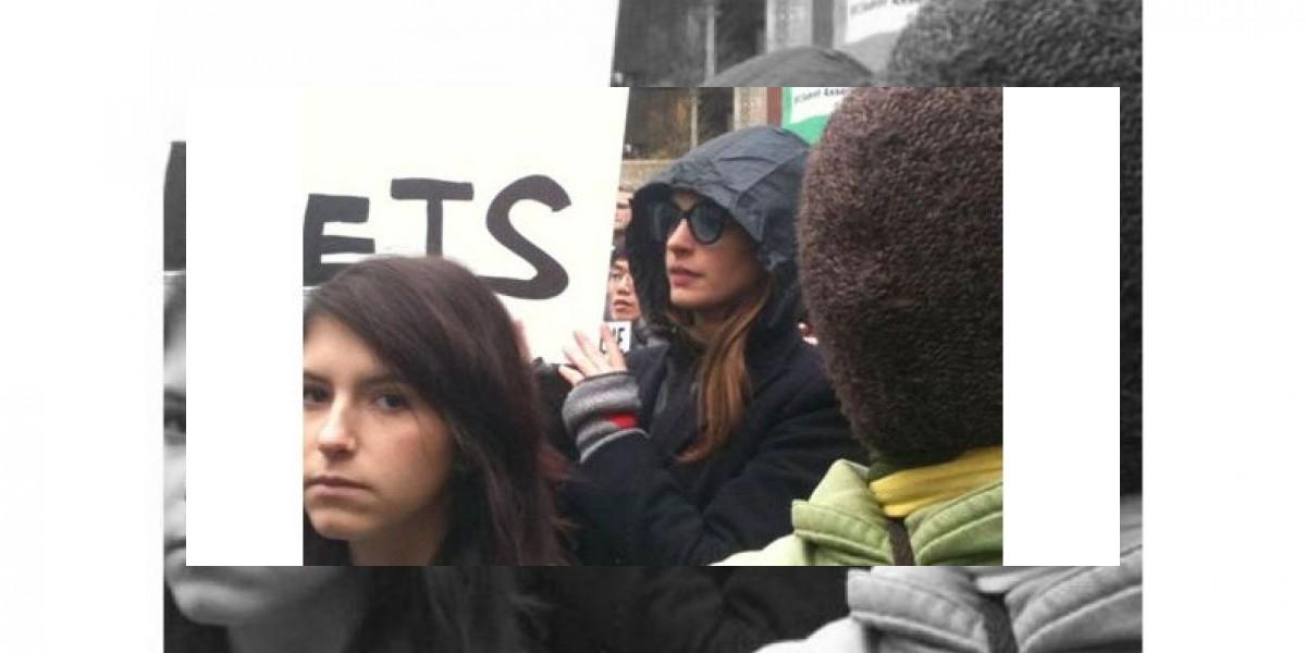 Anne Hathaway marchó a favor de los estudiantes en EU
