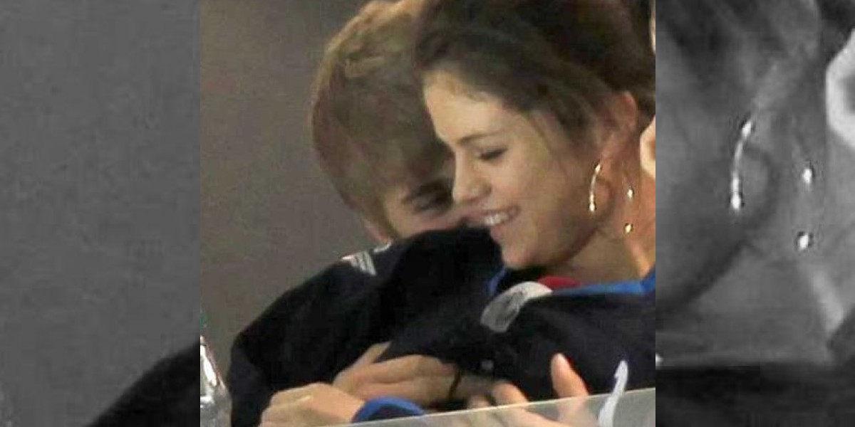 Justin Bieber le estruja los senos a Selena Gomez