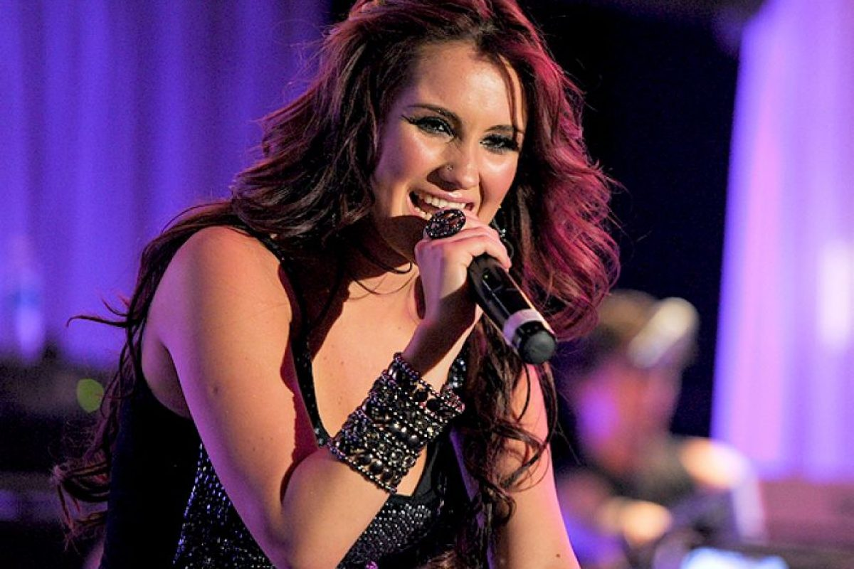 La cantante y actriz tiene alrededor de 23 primos, pero su consentida, casi hermana, se llama Marina. Foto:Google. Imagen Por:
