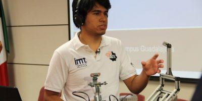 Diseña alumno mexicano robot que se maneja con la mente
