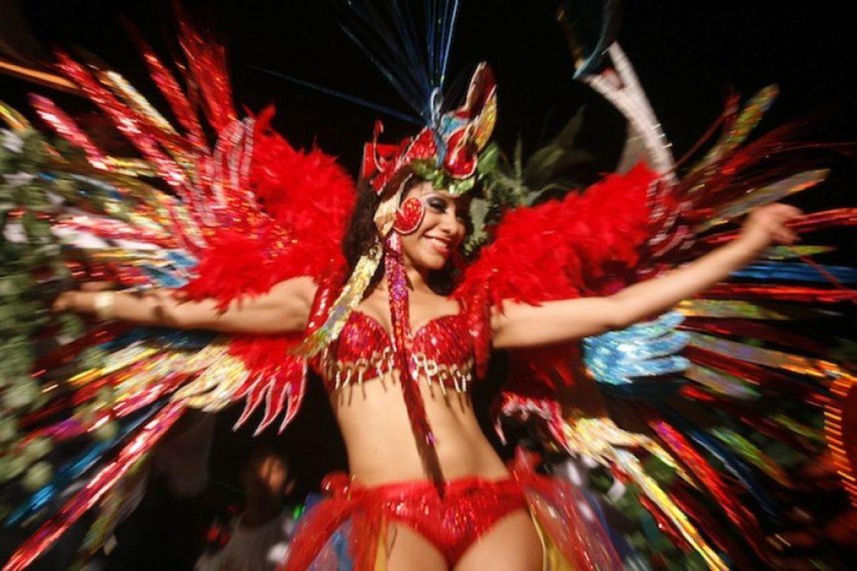 """Carnaval de Veracruz, Veracruz: Se le considera el más alegre de México y ¡uno de los más importantes del mundo! Durante nueve días se realizan desfiles llenos de color que inundan sus calles con un ambiente musical, bailes y fiestas de máscaras y para empezar el festejo se """"quema el mal humor"""" Foto:Cuartoscuro"""