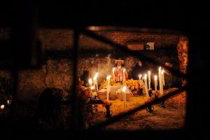 """Día de Muertos, Pátzcuaro: Aunque en gran parte de México se celebra este día, es quizá en Michoacán donde se vive la tradición con más intensidad con una fiesta de dos días en la que preparan ofrendas con platillos típicos y las celebraciones incluyen pasar la noche en vela en los panteones para """"acompañar"""" a los muertos Foto:Cuartoscuro"""