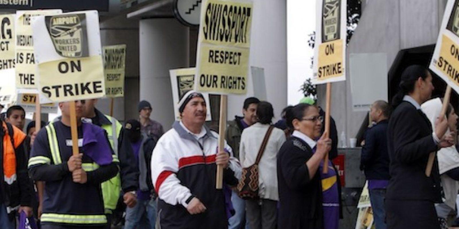 Empleados del aeropuerto internacional de Los Angeles marchan para celebrar el Día del Trabajo, en California, el 1demayode 2012 Foto:AP