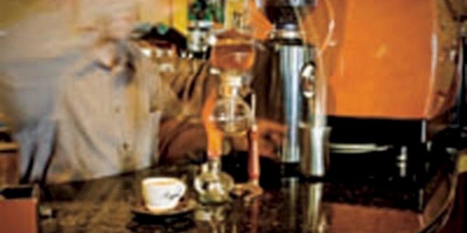 PRA SPCIALSTS. Rococó Café. El propietario de este lugar, Aquiles Gonzáles, dice que la calidad de un café depende en 80% de su barista. Este lugar ofrece una mezcla de cafés de Puebla y de la finca Casandra en Veracruz. Prueba su espresso doble macchiato. Parque España 29, Col. Condesa, Tel. 5256 3919 Foto:Rococó café/Foto: cortesía