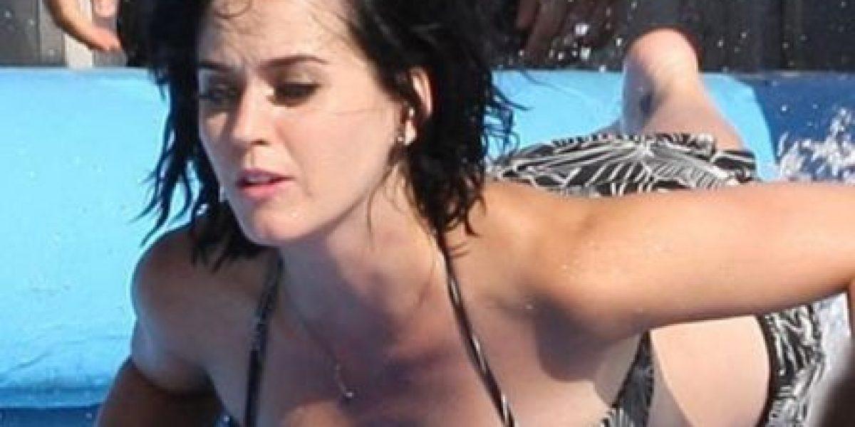 Accidente acuático deja trasero de Katy Perry al descubierto